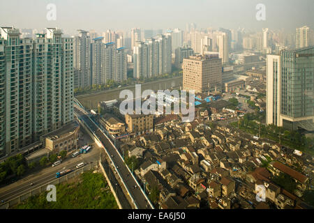 La Chine, Shanghai, Elevated view of city Banque D'Images