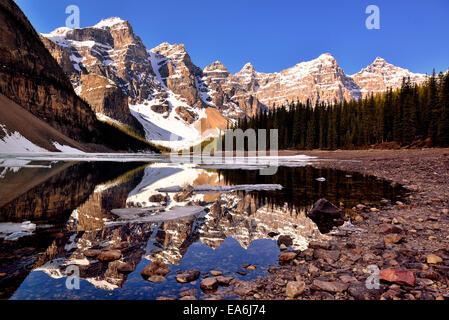 Canada, Banff National Park, vue sur le lac Moraine et la vallée des Dix-Pics Banque D'Images