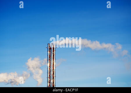 La fumée d'une chaudière ou de fabrication de tuyaux en acier Banque D'Images