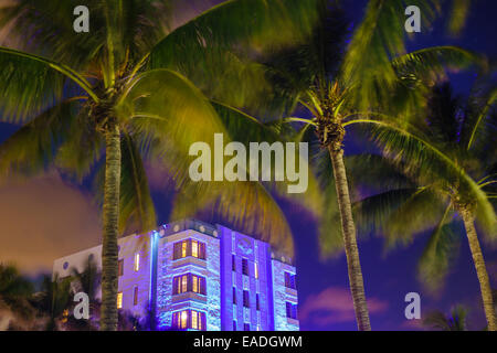 Floride Miami Beach Art Deco District Ocean Drive crépuscule soir nuit palmiers l'hôtel Park Central building Banque D'Images