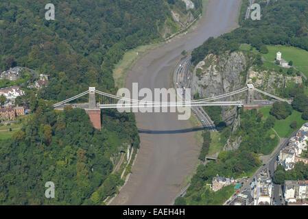 Une vue aérienne du pont suspendu de Clifton au-dessus de la rivière Avon près de Bristol