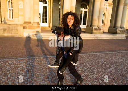 African American man carrying woman piggyback Banque D'Images
