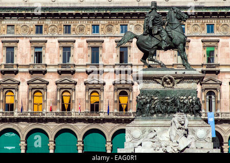Le Monument à Victor Emmanuel II Roi Vittorio Emanuele II ou à la place du Duomo, Milan, Lombardie, Italie Banque D'Images