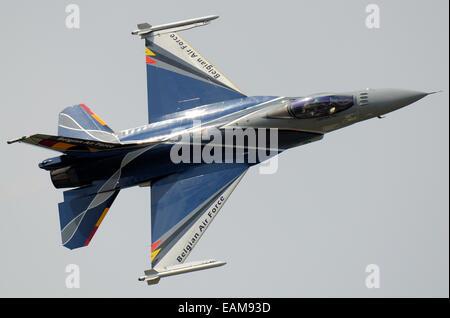 Le F-16 Solo Display Team de la Force Aérienne Belge est basée à la base aérienne de Florennes. Lockheed F-16M Fighting Falcon jet volant à airshow