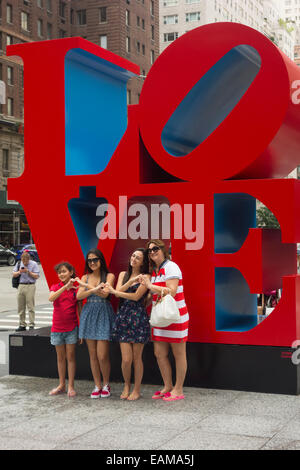Sculpture Love de Robert Indiana dans NYC Banque D'Images