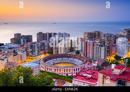 Malaga, Espagne paysage urbain à l'aube. Banque D'Images