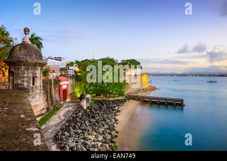 San Juan, Puerto Rico vue vieille ville sur le Paseo de la Princesa. Banque D'Images