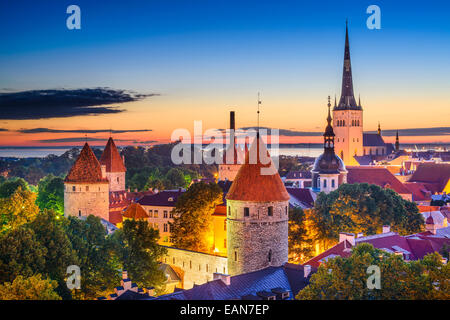 Tallinn, Estonie vieille ville à l'aube. Banque D'Images