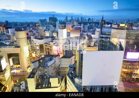 Tokyo, Japon cityscape at Shibuya pendant au crépuscule. Banque D'Images