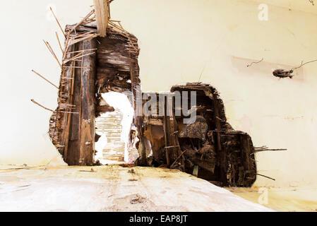École abandonnée après un tremblement de terre il y a des années. Banque D'Images