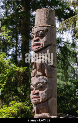Les totems près de Capilano Suspension Bridge, Vancouver, British Columbia, Canada Banque D'Images