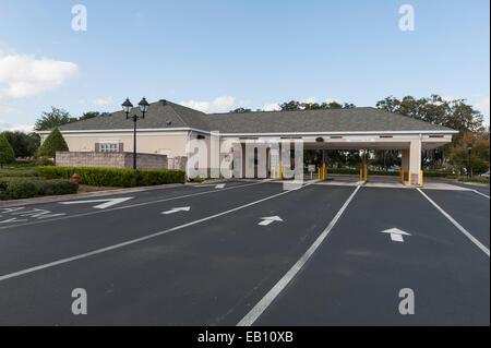 La Wells Fargo Bank Drive Thru situé dans le centre de la Floride, USA Banque D'Images