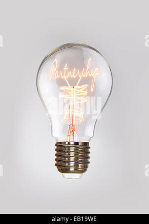 Notion de partenariat dans une ampoule à incandescence. Banque D'Images