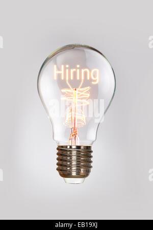 Des ressources humaines, l'embauche de concept dans une ampoule à incandescence. Banque D'Images