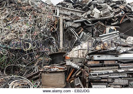 Des tas de détritus dans un junkyard de Reykjavik. Banque D'Images
