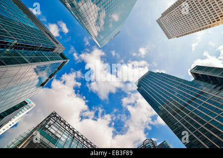 Canary Wharf, Low Angle. Londres, Angleterre, Royaume-Uni. Banque D'Images