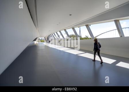 Pavillon pont à Expozaragoza conçu par Zaha Hadid à Zaragoza, Aragon, Espagne. Banque D'Images