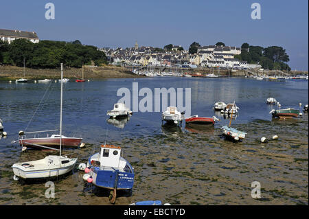 Le long de la baie d'origines Atlantique voile Bretagne côte couleur libre de cornouaille Douarnenez Ministère de Banque D'Images