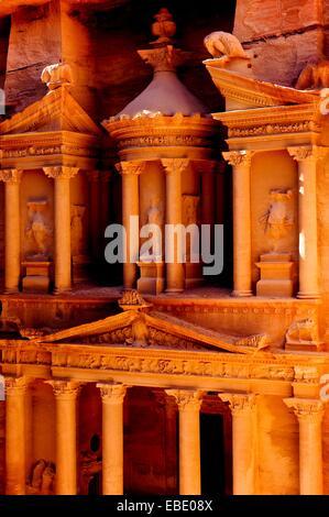 Al Khazneh, rock-cut bâtiment appelé le Conseil du Trésor, site archéologique, Petra, Site du patrimoine mondial Banque D'Images