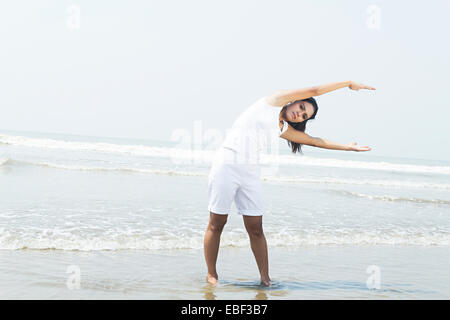 Indian lady beach s'entraîner Banque D'Images