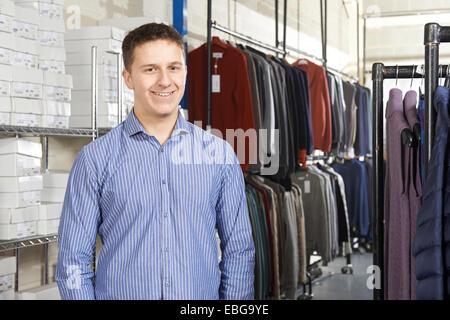 Businessman Running à la ligne de la mode Banque D'Images