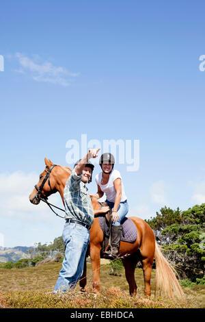 L'équitation, Pakiri Beach, Auckland, Nouvelle-Zélande Banque D'Images