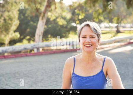 Portrait of mature female runner in park Banque D'Images