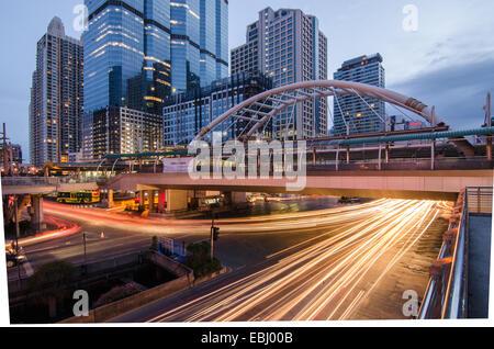 Vue de nuit de la ville de Bangkok avec ciel de nice Banque D'Images