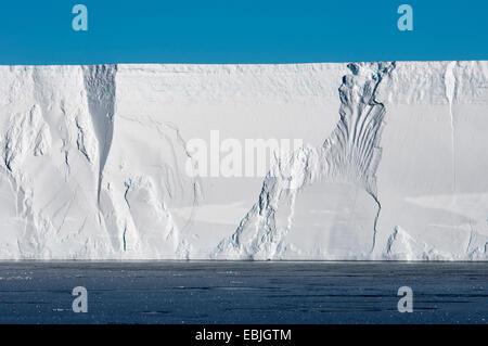 Bord d'une table iceberg près de l'iceberg de l'Antarctique, lieu de repos, Austasen Banque D'Images