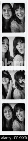 Photo Booth photo of teenage girl (14-15) et sa maman Banque D'Images