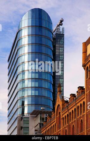 Architecture ancienne et nouvelle d'immeubles de bureaux dans la région de port des médias, de l'Allemagne, en Rhénanie Banque D'Images