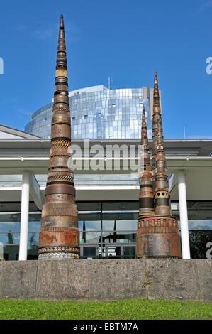Sculptures faites à partir de la sortie en face du centre de congrès Hôtel Maritim, Allemagne, Bade-Wurtemberg, Banque D'Images