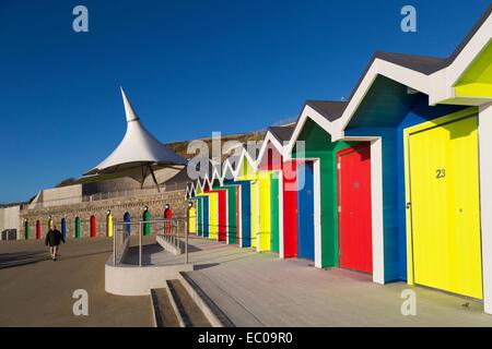 Cabines de plage de couleur vive, Barry Island, Wales, UK Banque D'Images