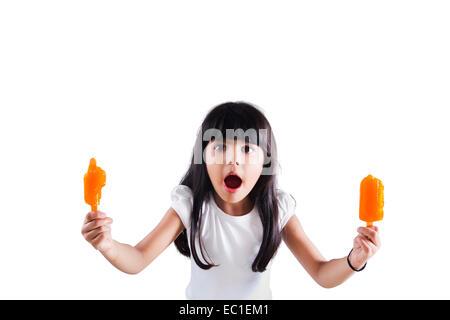 Bel enfant indien Eating Ice Cream Banque D'Images