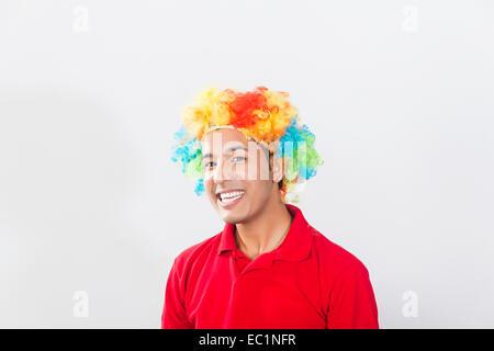 Un jeune indien toupee perruque Banque D'Images