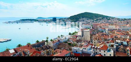 Vue sur la vieille ville de Split et de remblai dans le sunshine day. La Croatie Banque D'Images
