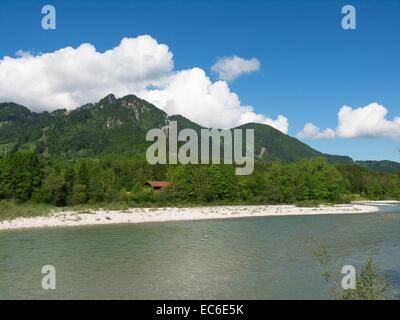 Paysage de la rivière Isar dans le coin supérieur Alpes bavaroises entre Bad Tölz et Lenggries Banque D'Images