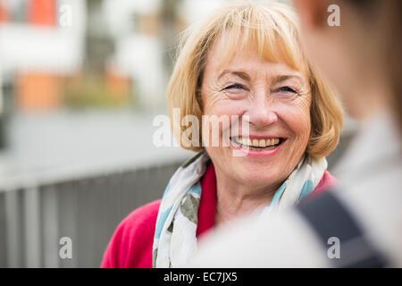 Portrait of smiling blonde woman Banque D'Images