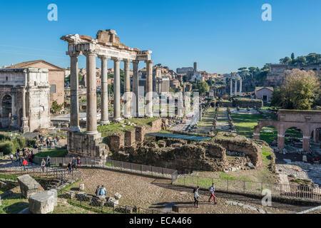 Colonnes du temple de Saturne, Forum Romain, Rione X Campitelli, Rome, Latium, Italie Banque D'Images