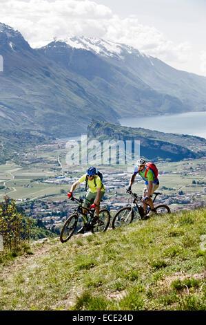 Equipement Course hommes-VTT de la vallée de falaise Banque D'Images