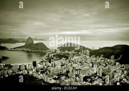Le Brésil, l'état de Rio de Janeiro, Rio de Janeiro, augmentation de la vue de la ville et de la mer Banque D'Images