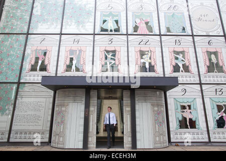 Londres, Royaume-Uni. Dec 12, 2014. Coutts Bank, The Strand, façade de Noël 2014 photo montre la Coutts Bank façade Banque D'Images