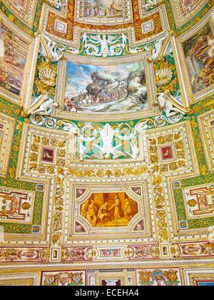 ROME - Le 03 août: fragment architectural de la cathédrale Saint-Pierre, 03 août 2014 dans la Cité du Vatican (Rome), Banque D'Images