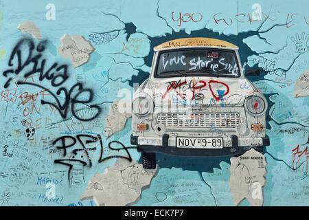 Allemagne, Berlin, Friedrichshain-Kreuzberg, East Side Gallery, le mur, le travail par Birgit Kinder datant des Banque D'Images