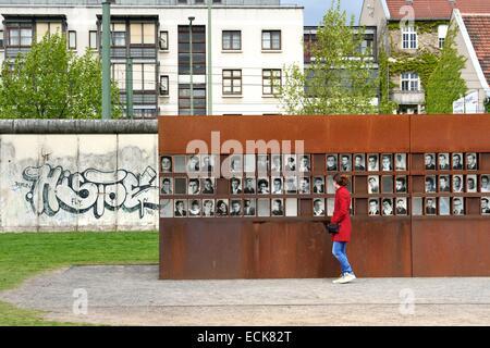 Allemagne, Berlin, Bernauer Strasse, Mémorial du Mur de Berlin (Berliner Mauer) GedenkstΣtte, das Fenster des Gedenkens Banque D'Images