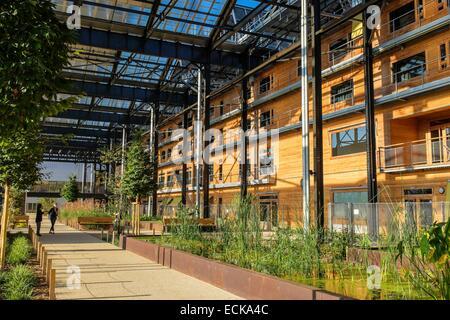 France, Paris, Halle Pajol, bâtiment à énergie positive, produit son électricité avec 3500 m2 de panneaux photovoltaïques, Banque D'Images