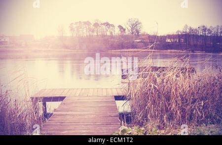 Retro Vintage image aux couleurs du lac en automne. Banque D'Images