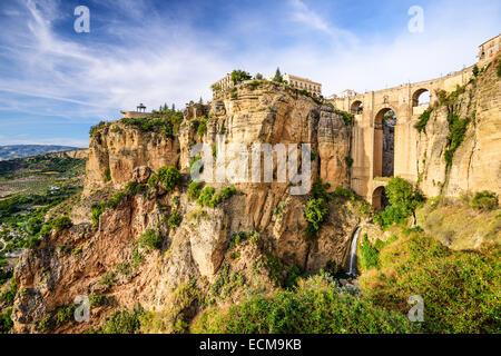 Ronda, Espagne au pont Puente Nuevo. Banque D'Images