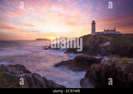 Aube sur Fanad Head Lighthouse, Fanad Head, comté de Donegal, Irlande. Banque D'Images