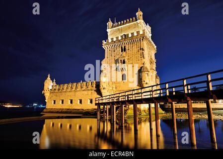 Portugal, Lisbonne: la Tour de Belém par nuit Banque D'Images